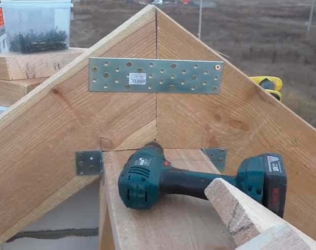 Крепеж конька крыши