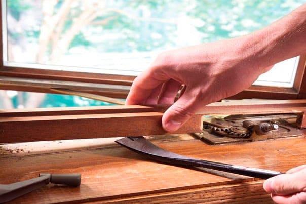 Ремонт деревянных окон и дверей: как возродить отделку.