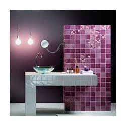 Яркая фиолетовая ванная